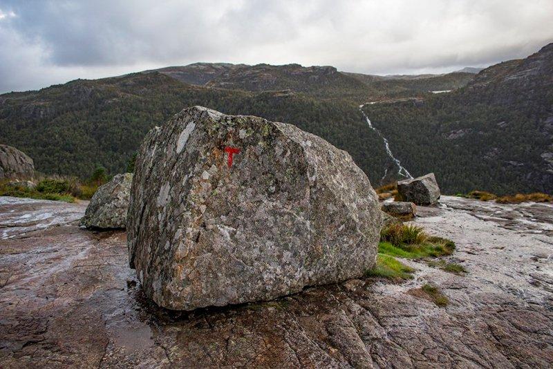 Preikestolen hike | The red 'T' letter