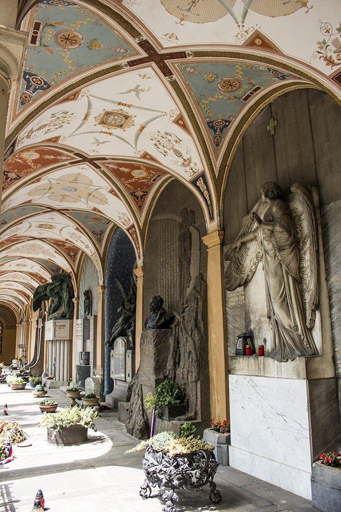 На кладбище в Вышеграде в Праге