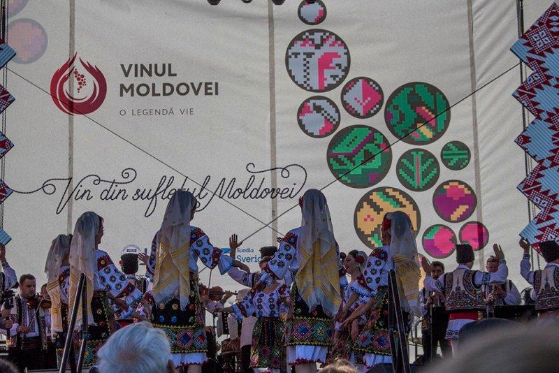 Moldovan folk dances
