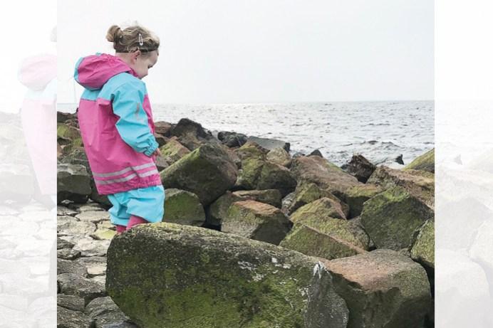 Nina bij het water