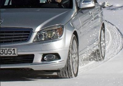 雪道スタッドレスタイヤ