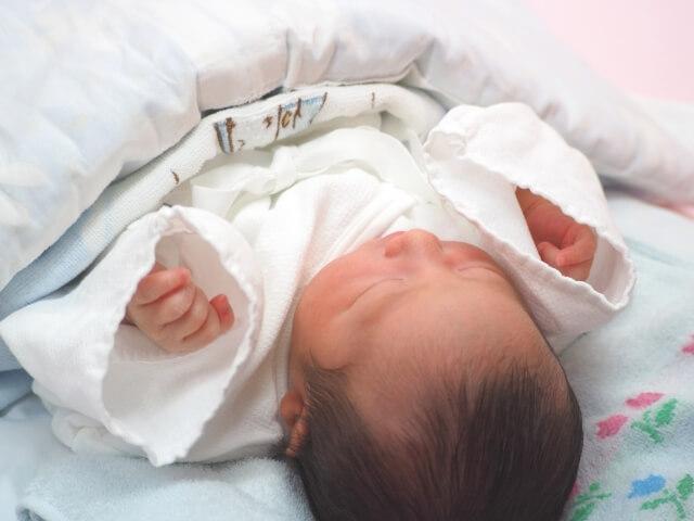 赤ちゃんの産着の白