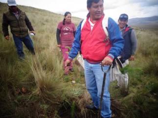 président de la communauté paysanne de CATAC plante un arbre