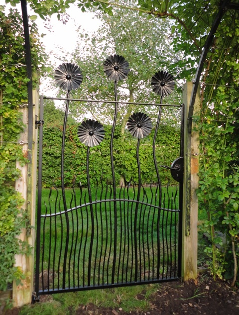 Wrought Iron Fence Design Ideas