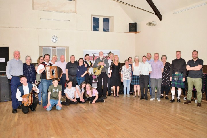 Group photo of all the people at the ceilidh