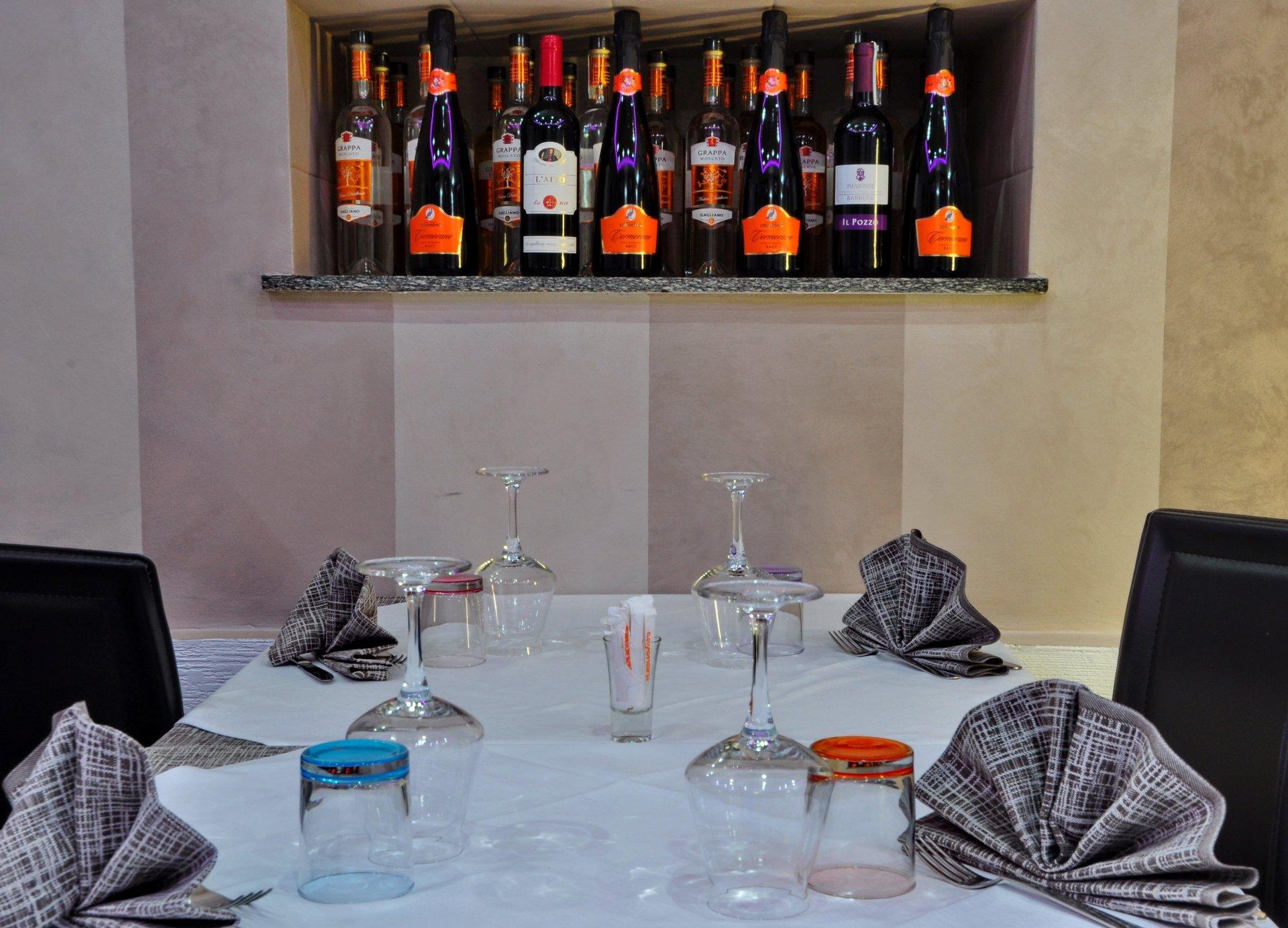 Locale con cucina piemontese e napoletana  Torino