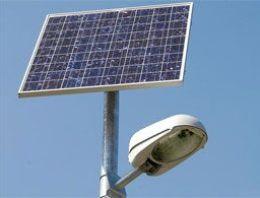 Rubano pannelli solari dai pali della luce: arrestati due rumeni
