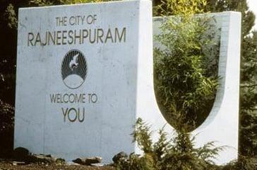 Placa Rajneeshpuram Bem Vindo