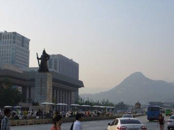 Seoul's main boulevard, just south of the Gyeongbok Palace
