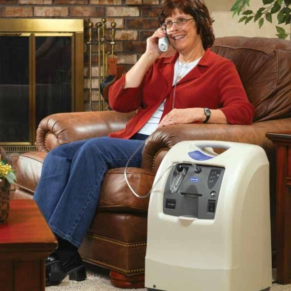 woman using oxygen concentrator