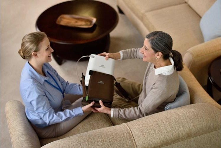 SimplyGo Mini Portable Oxygen Concentrator - Respiratoty Therapist and Client