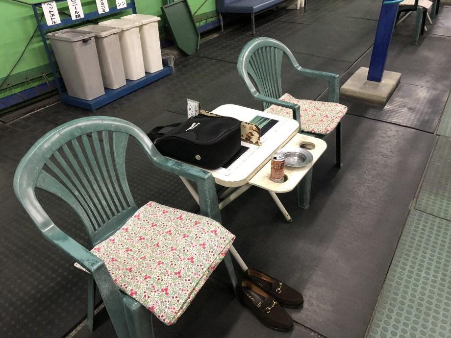 入間市金子ゴルフの打席休憩スペース