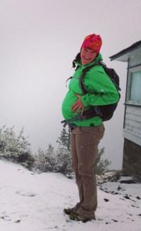 pregnant_hiking