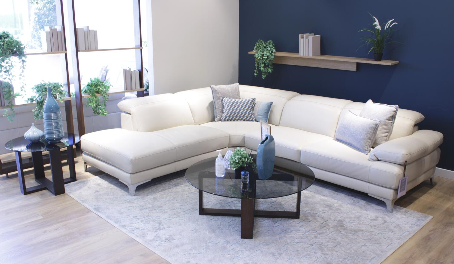 Sofas and sectionals offer the same degree of thoughtful ergonomics. SPERANZA - Natuzzi Editions