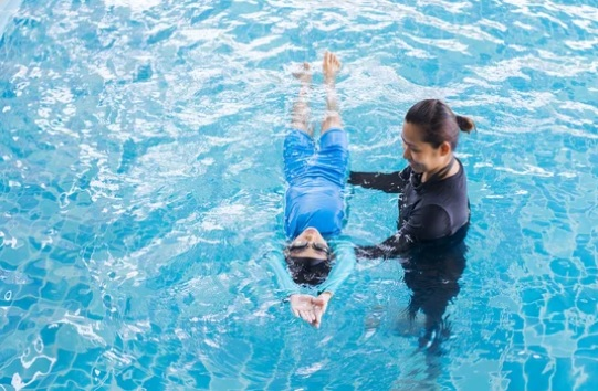 Should Your Child Take Swim Lessons Before Being Vaccinated?