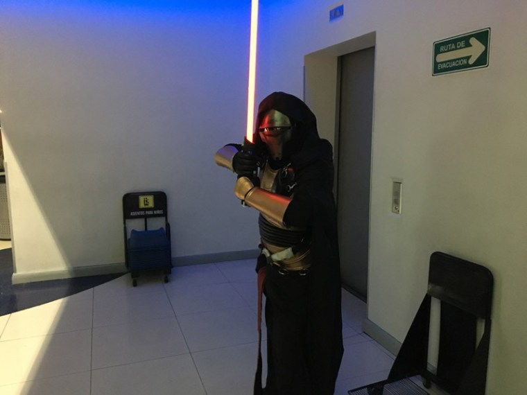 Star-Wars-The-Force-Awakens-Fans-Plaza-Universidad-12