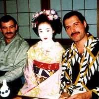 Revelan fotos inéditas de Freddie Mercury