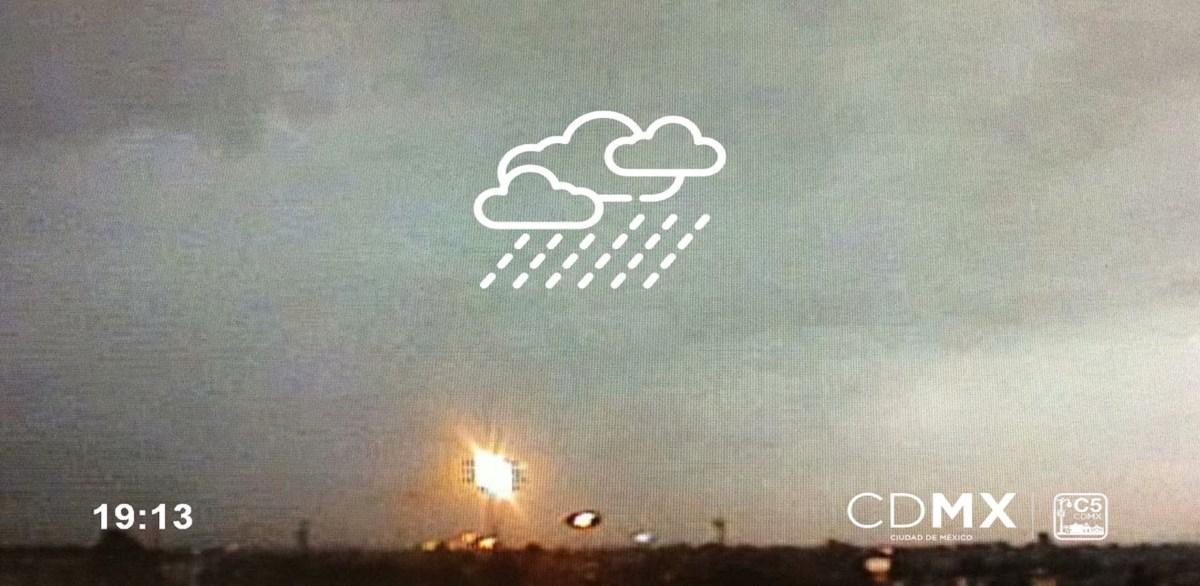 Por lluvia AICM suspende actividades temporalmente