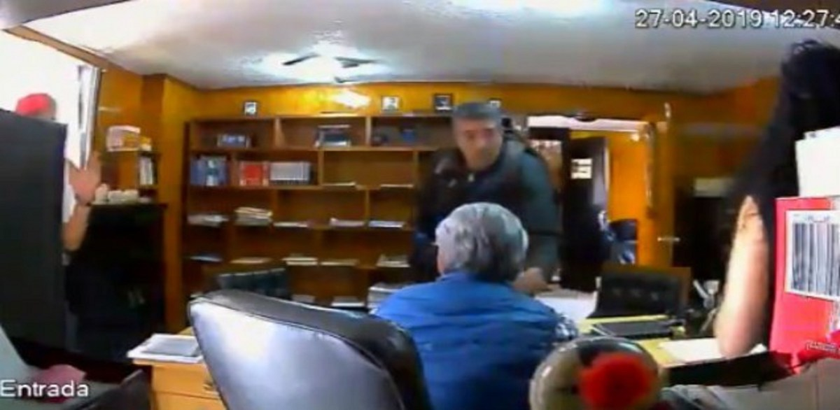 Sujeto ejecuta a abogado en su despacho y es grabado por cámara de seguridad; ocurrió en Cuautitlán, Edomex