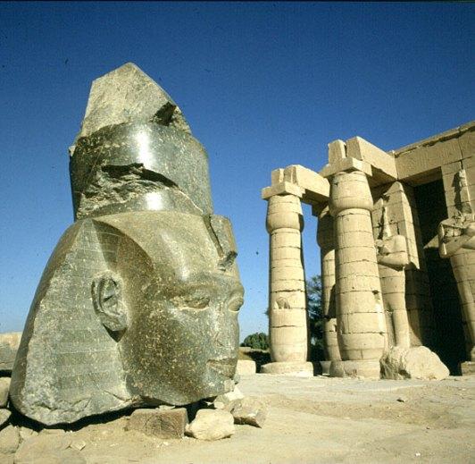aegypten-highlights-ramesseum ramseskopf 1978