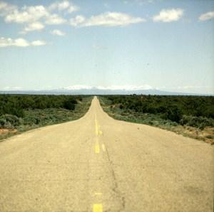Endlose Ebenen mit Gebirgen am Horizont 1986