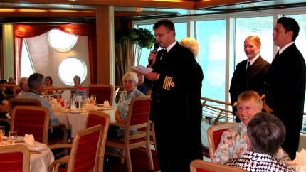 Grönland maulfauler junger Kapitän bei Ansprache