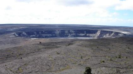 hawaii-Fahrt mit dem KLeinbus um den Krater 078