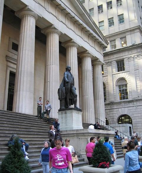 new-york-Federal Hall mit Touristen 2003