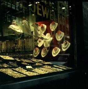 Viele Schmuckläden in 49th Street 1994