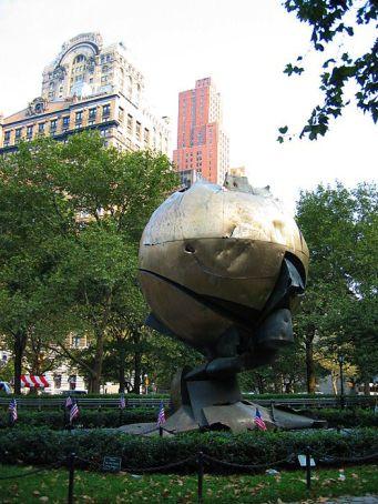 new-york-geretteter WTC Globus im Batterypark 2003