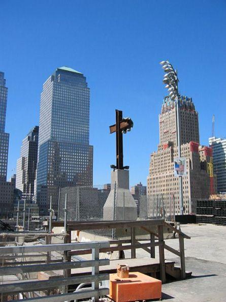 new-york-WTC Bauplatz mit Memorialkreuz 2003