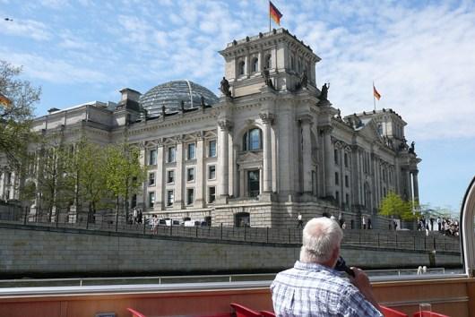 berlin-schifffahrt-reichstag