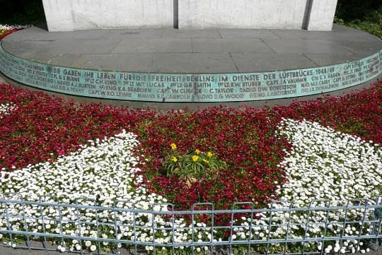berlin-tempelhof-luftbrueckendenkmal