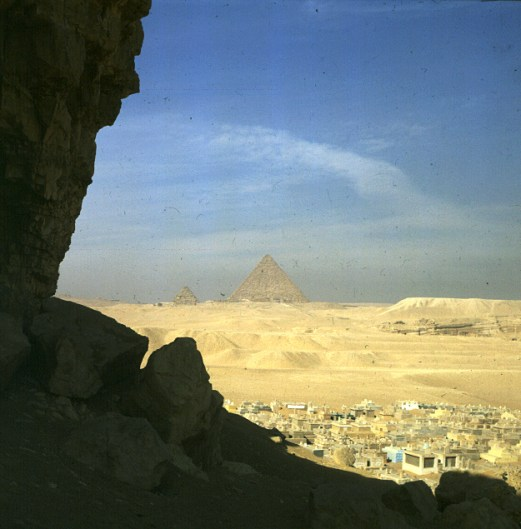Gizeh-Friedhof nahe Pyramiden