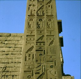 Luxortempel -1 Pylon Obelisk RamsesII