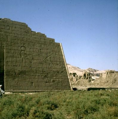 Totentempel-Medinet Habu 1.Pylon