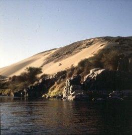 Assuan Wueste bis zum Fluß