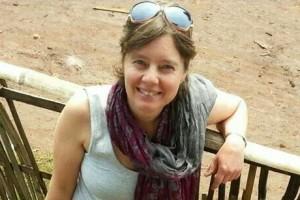 アンコール遺跡の仏像を壊したニュージーランド女性