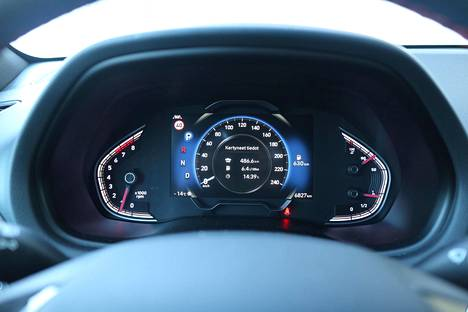 The instrument panel changes color according to the selected driving mode.