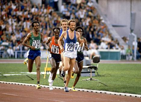 Lasse Virén (number 223) arrived at the Moscow Olympics on his birthday, July 22, 1980.