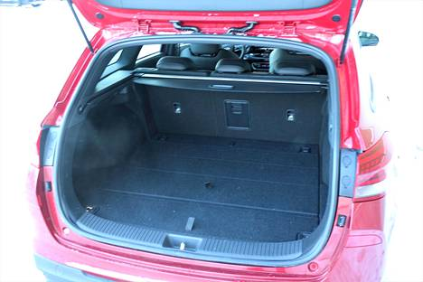The 602 liters of cargo space in its basic form is great.  The ski hatch adds practicality.
