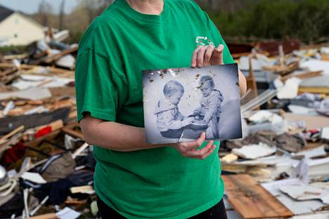 Rebecca Haynes Griffis presented the camera with a picture of her daughters, which was rescued on Friday from the remains of a house destroyed by a tornado.