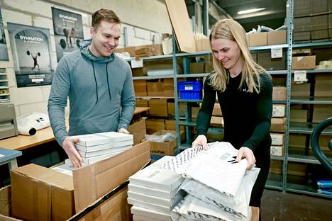 The long sick leave served as a spark for Aleksi Koskelo's new career.  At Gymnation, she and Saara's wife are able to combine clothing expertise and a love of sports.