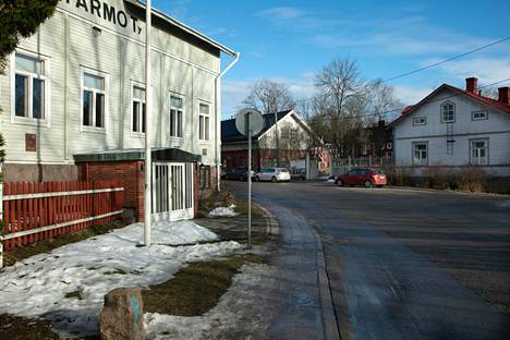There were huge stabs in Turku at the beginning of the 20th century.  One of the flammable places was the suburb of Raunistula.  The distance to the market was only three kilometers, but the mood was decisively different from the conditions in the center.