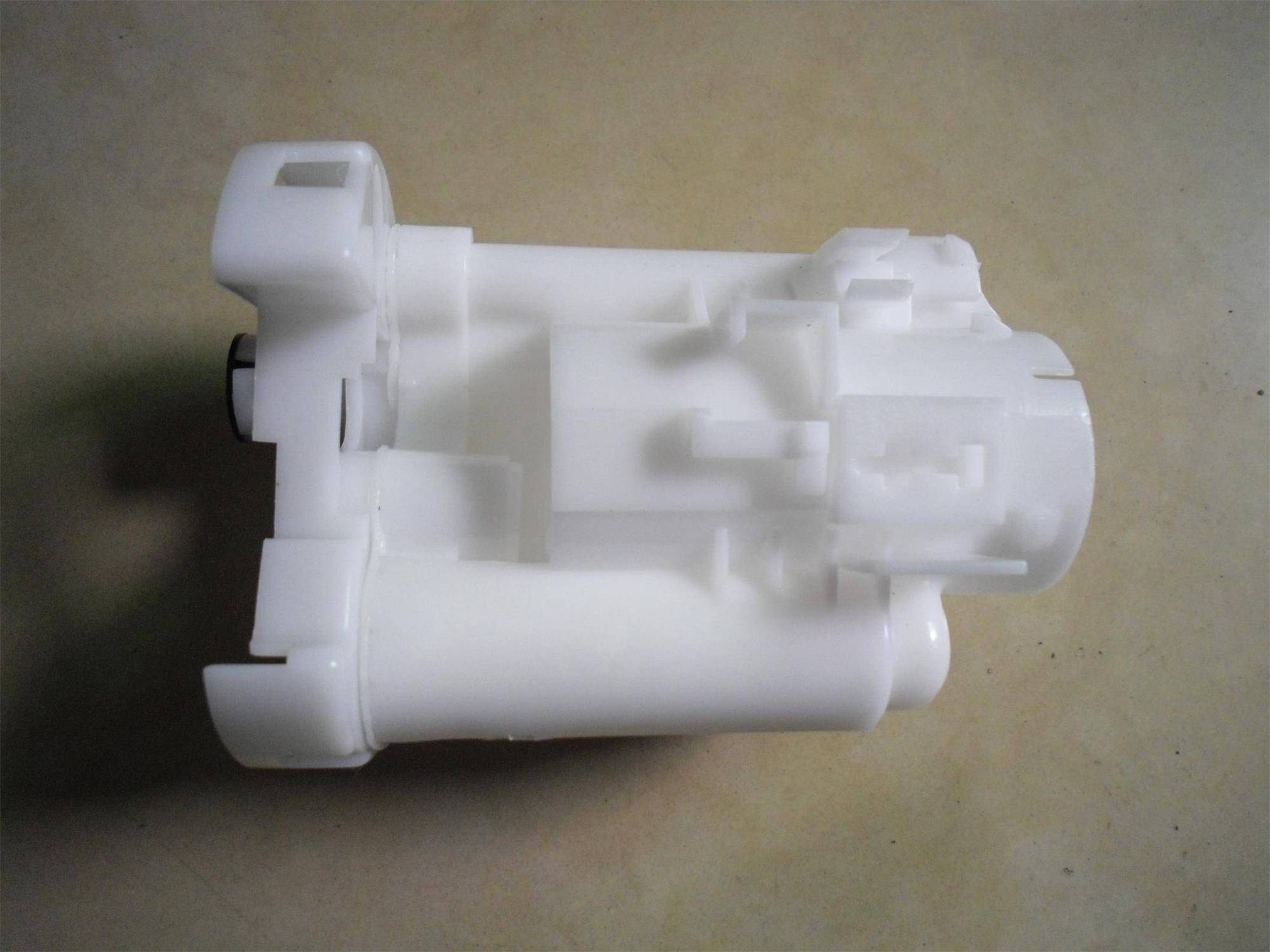 hight resolution of fuel filter 23300 21010 for toyota corolla previa 1mz fe 2az fe 4zz