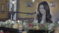 Download lagu Isyana Sarasvati - Tetap Dalam Jiwa