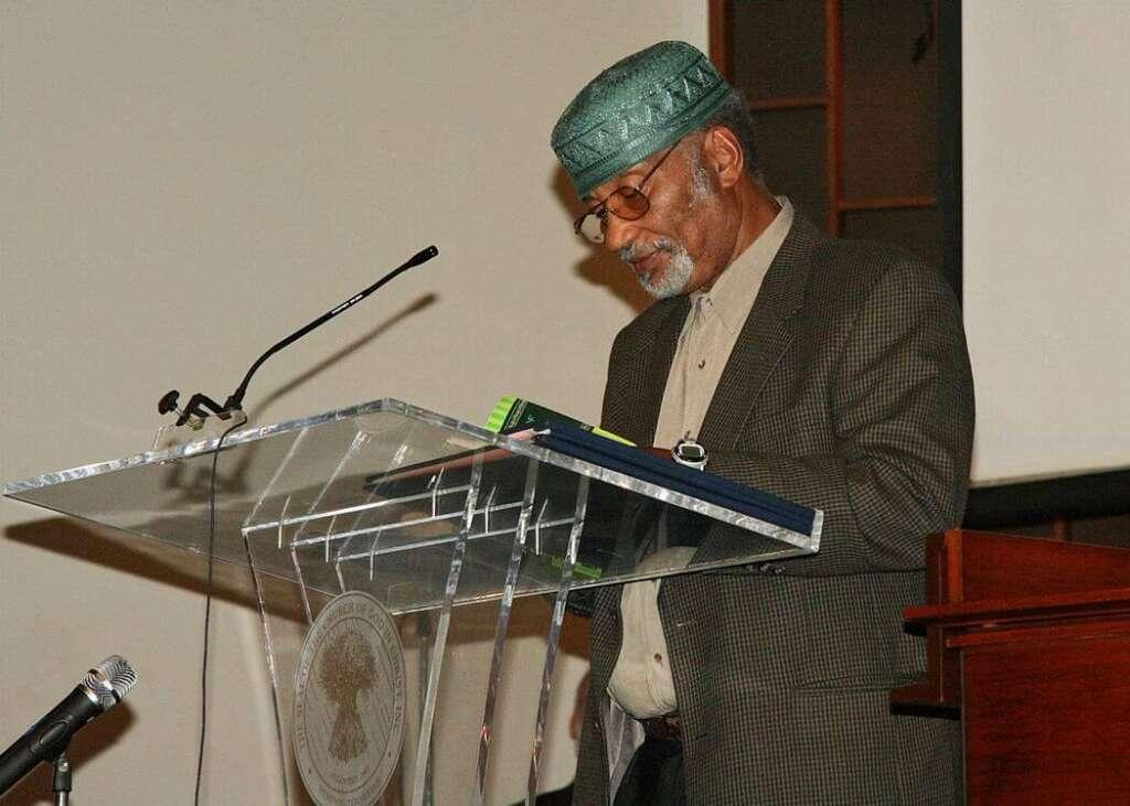 5426_Imam_reading_Koran
