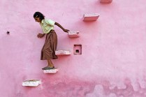 14.pink-stairs-abhaneri-rajasthan-india-canon-eos-5d-mark-ii-ef50mm-usm-philippe-cap