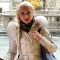 Big Mutter: Überdimensional große Wärmflasche auf zwei Füßen am Stephansdom in Wien