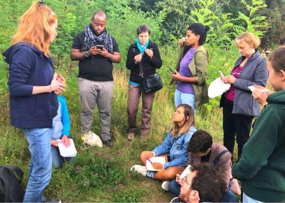 Mon Baptême Sauvage, un stage avec Isabelle Desfleurs pour débuter la cueillette de plantes sauvages médicinales et comestibles.
